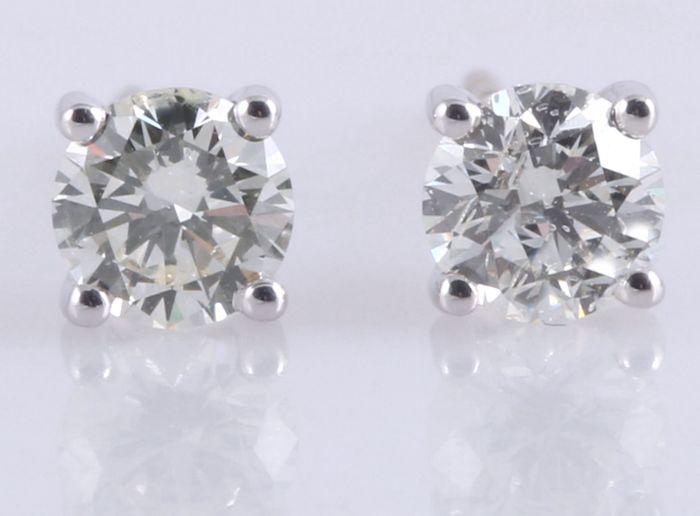 Solitaire ear studs set with 2 brilliant cut diamonds, 0.50 ct in total