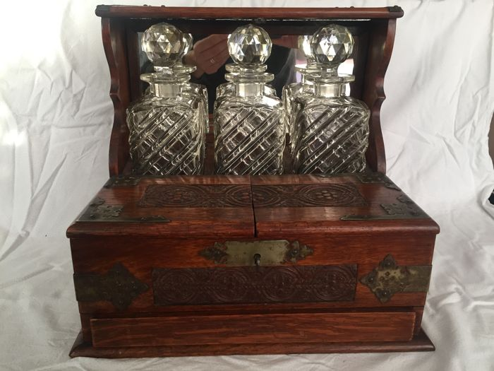 Tantalus For 3 Bottles Of Whisky, In Inlaid Wood   Ca. 1910