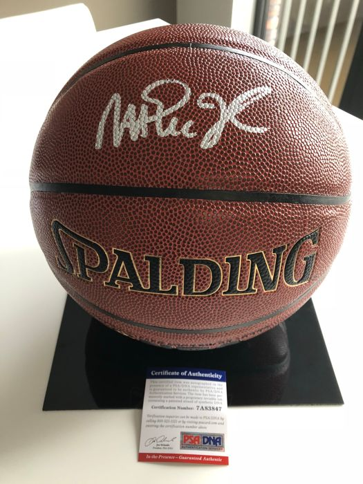 new style f24fd cae06 Autographed NBA Spalding Indoor/Outdoor NBA basketball by Magic Johnson -  Catawiki