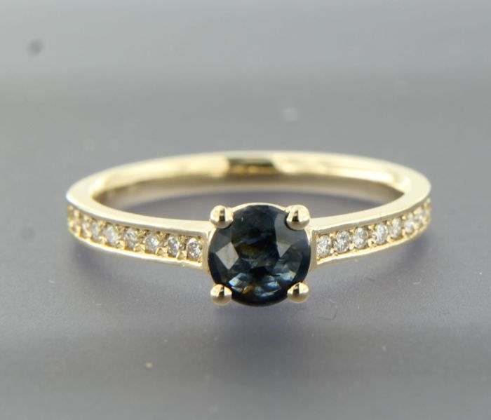 14 kt yellow gold ring set with 0.60 ct round cut sapphire and diamond of 0.14 ct, ring size 17.5 (55)