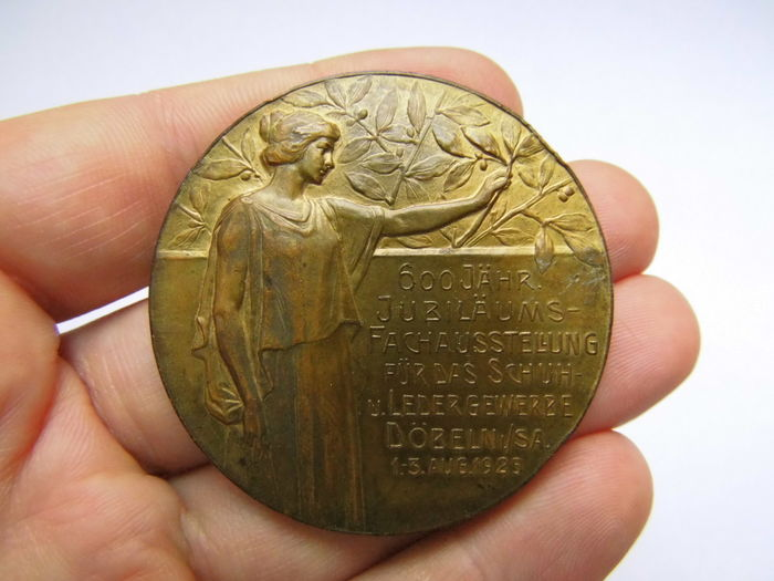 German Empire - Big Bronze Medal 1925 commemorating to 600 Years of Shoes and Leather Fair, Döbeln 1th-3th Aug. 1925/Für Hervorragende Leistungen