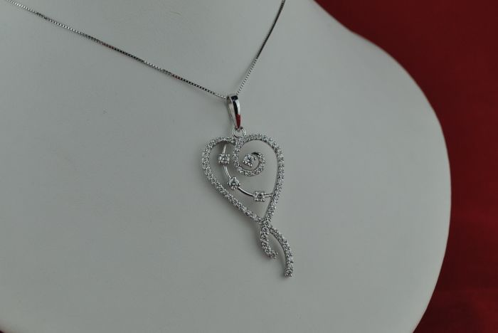 Diamond Pendant with 71 Brilliant Cuts (Total +/-160-1.70ct) set on 18k White Gold
