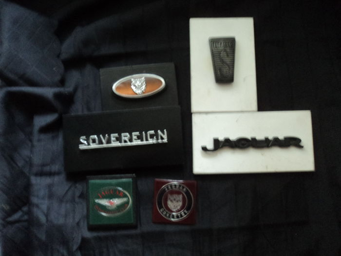 6 x Jaguar emblems etc. - 1 bundle