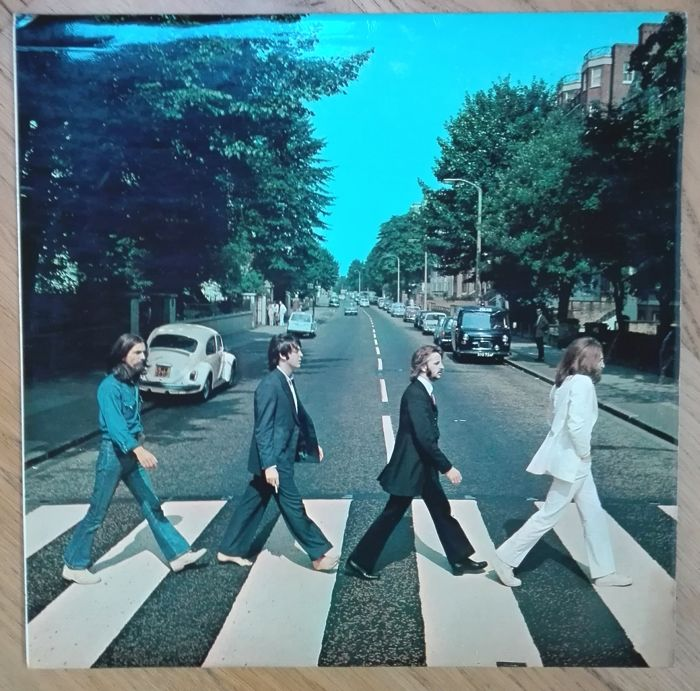 The Beatles- Abbey Road. Early first pressing. MISALIGNED APPLE SLEEVE.