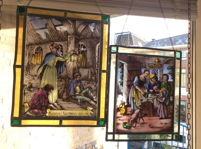 Two hand-stained glass window pendants 'Florence Nightingale 1820-1910' and 'Het gezin (the family)' - 20th century