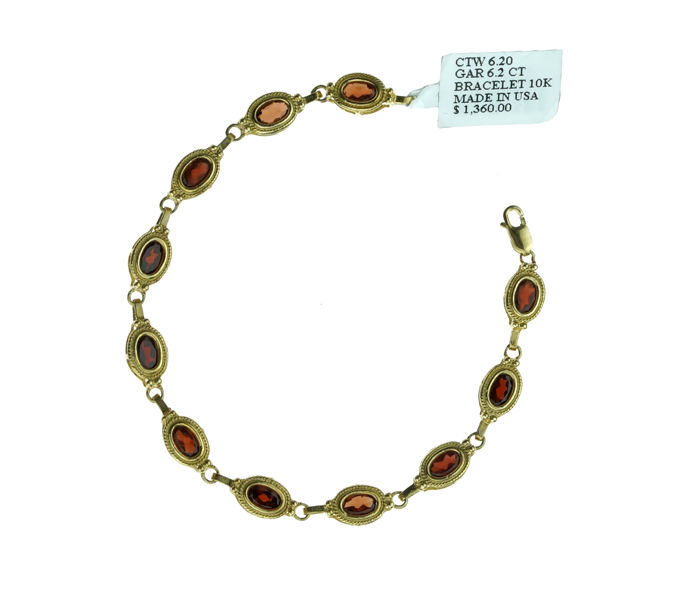New 10 kt gold bracelet set with Malaya garnets, including certificate