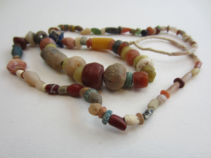 Necklace in antique stones and cameo glass beads - Mali