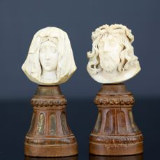 Pair of carved ivory: Christ and Mary - signed G. Petraz - 19ème century