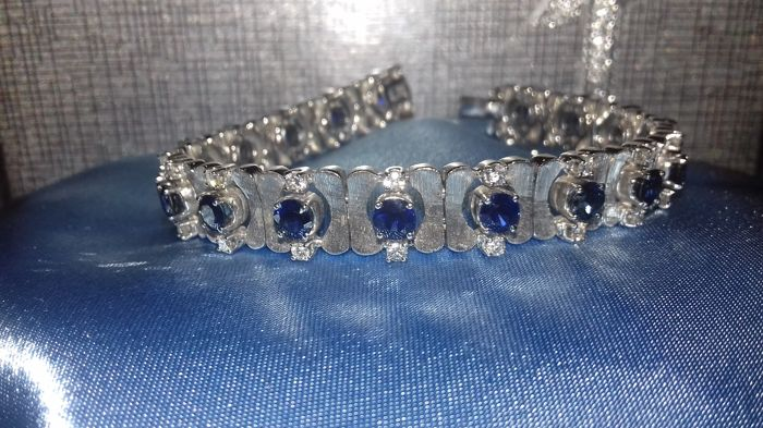 Bracelet in 18 kt white gold. With 0.75 ct of brilliant cut diamonds, G/H VS approx. and 5 ct of sapphire for a total of 28 grams. Hardly ever used.