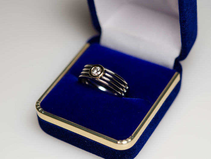 18 kt gold ring with diamond 0.25 ct
