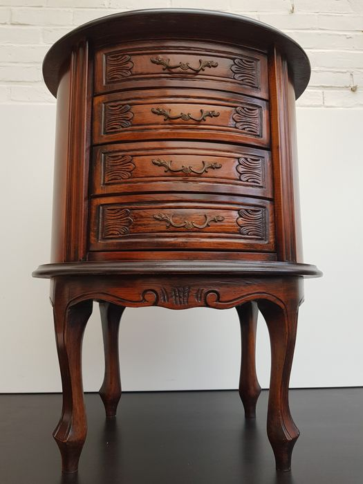 Beautiful walnut Bombé cabinet with 4 drawers