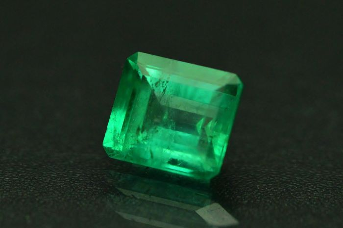 Emerald - Bluish Green - 1.01 ct