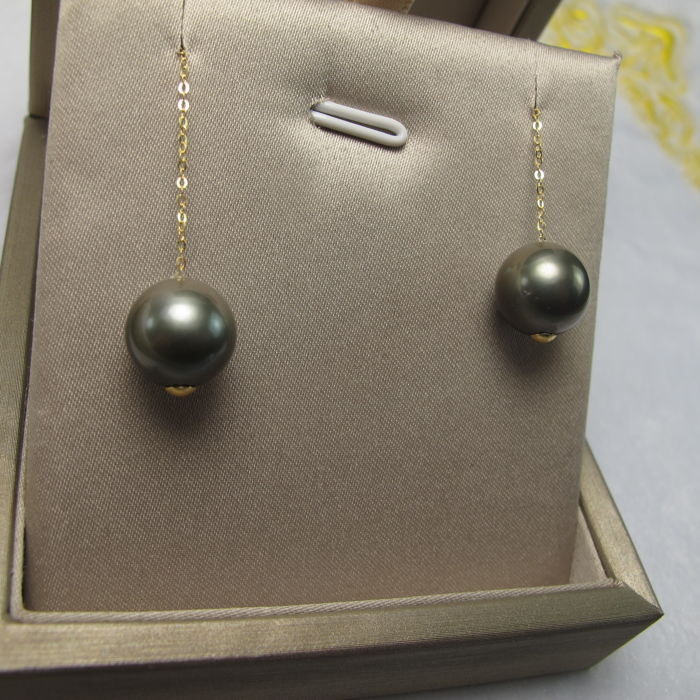 Tahiti sea pearls, 18K gold earrings. Pearl diameter: 10mm. Length: 7.3 cm. * unreserved price *