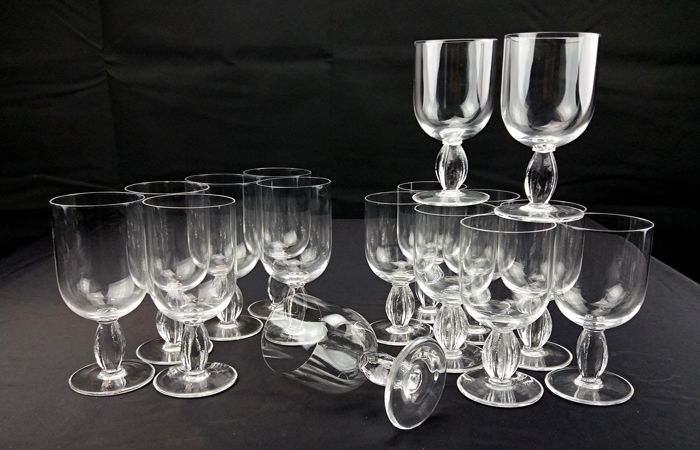 JR - RIEDEL - Set of six water goblets + 10 wine goblets in crystal