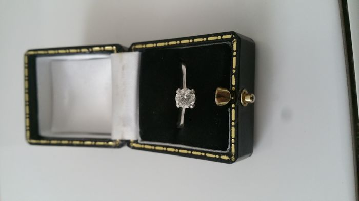 Diamond ring 0.60 carat diamond set in white 18 carat gold This is a new ring