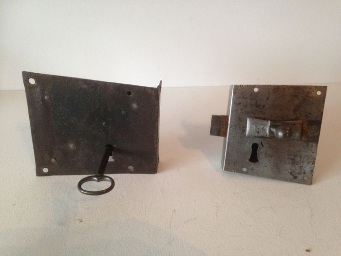 2 Antique shot bolt locks without/with spring and pull button - wrought iron - 17th century - Holland