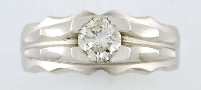 White gold cocktail ring with natural diamond, Brilliant cut of 0.55 ct (H-I/SI1)