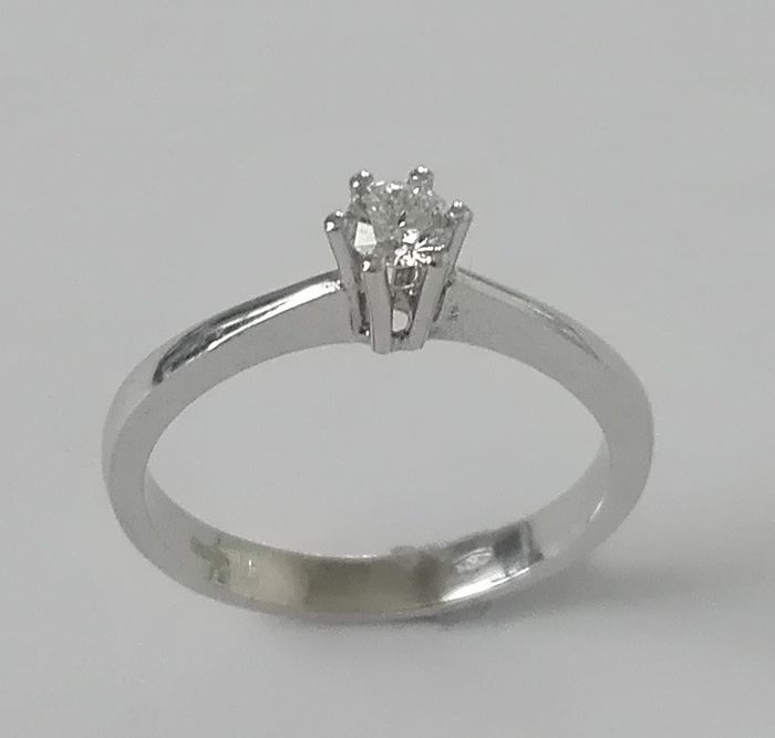 Solitaire ring in 18 kt gold with diamond, 0.30 ct, E/VS - Size: 18 mm