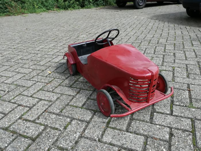 Pedal car from 1930