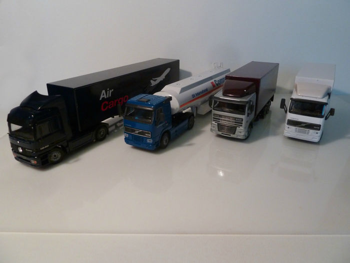 Joal - Schaal 1/50 - Lot with 4 models: Daf 95, 2 x Volvo FH-12 & Mercedes-Benz Actros &