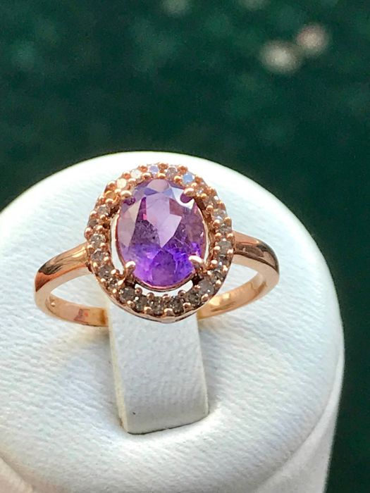 Pretty ring in 14 kt pink gold set with an amethyst of 1.52 ct and surrounded by diamonds, WGL USA certificate ** no reserve price **