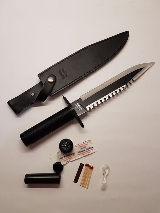 """Rare Knife of the first Rambo """"First 'blood"""" 1982 . Rare First Version, Prototype Version with black box and not with writing, this version was not for the trade but for the sponsorship of the product! Produced under the license of the movie house """"Hollywood Collectibles Group & Master Cutlery"""""""
