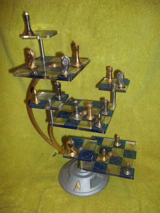 Franklin Mint The Official Star Trek Tridimensional Chess Set