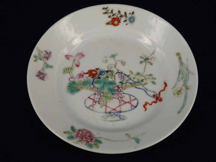 "Famille-Rose plate with 大清光緒年制"" marks - China - ca 1910/20"