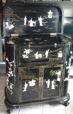 Furniture item in black lacquered wood with inlay - China - Second half of 20th century