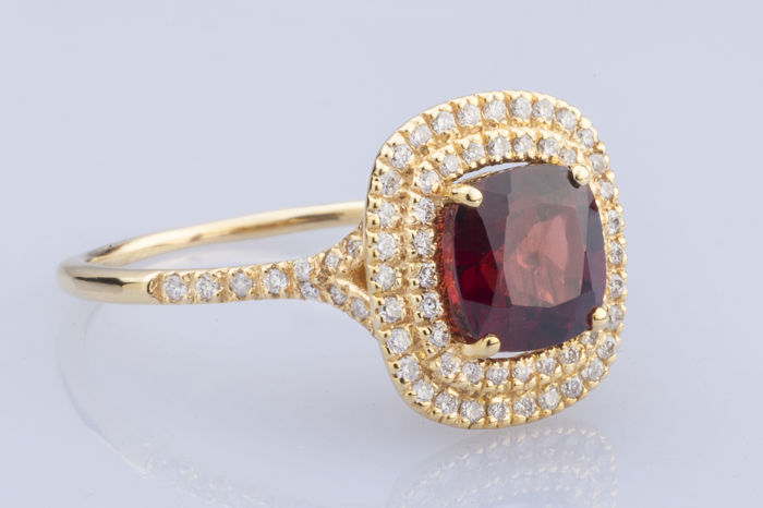 18k Yellow gold and 2.91  fine red garnet set with 0.37ct. diamonds