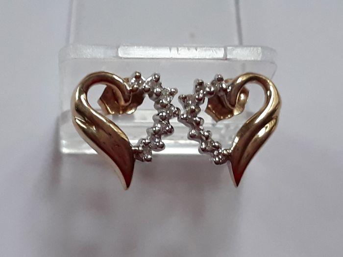 Gold heart earrings with 0.15 ct diamonds
