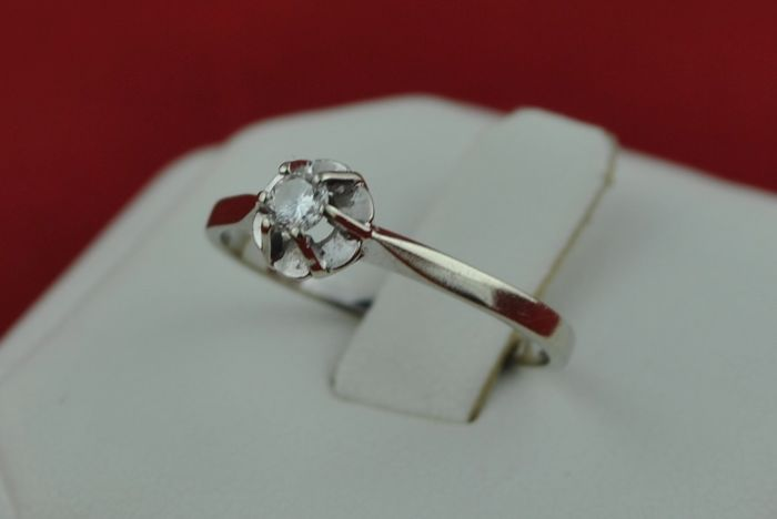 Solitaire Diamond (+/-0.12CT G/VS) set on 18k White Gold Ring - E.U Size 5*Re-sizable