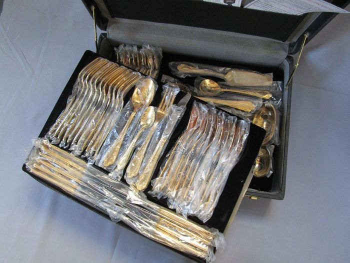 "SBS cutlery - ""Vienna"" model - 12 people (70 pieces) - 23/24 karat hard gold plated - 1,000 fine gold - unused - original packaging"