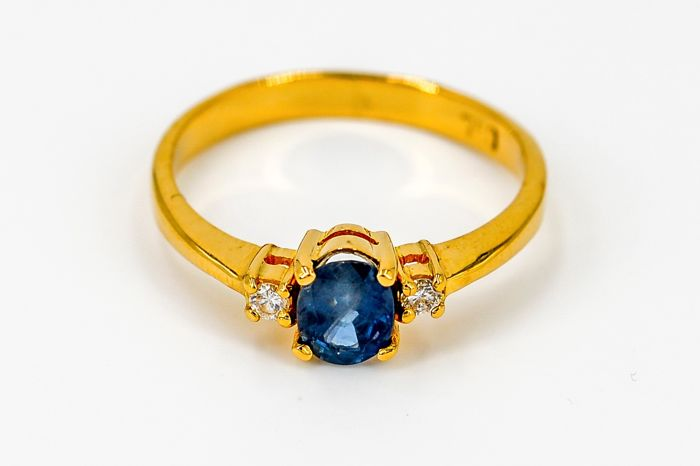 Ring - yellow gold 18kt - 0.77ct sapphire - diamonds - size 54