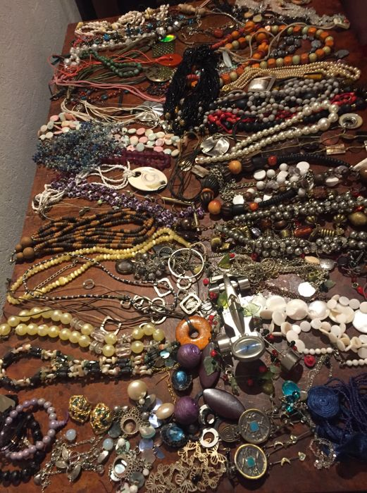 Nice collection of decorative jewelry  - Catawiki