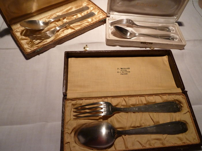 Three pairs of silvered metal cutlery punched in their setting ERCUIS BOULENGER 84 gr
