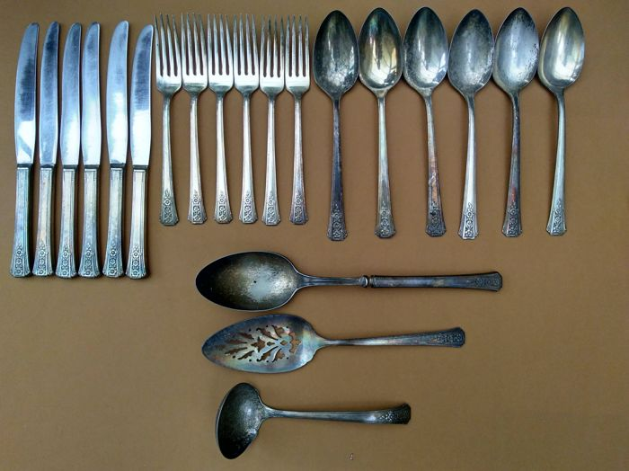 Tudor Plate Oneida Community silver plated cutlery section
