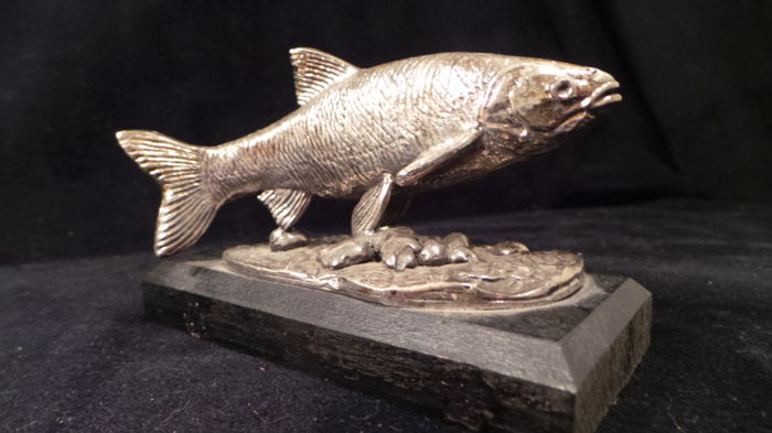 Beautiful old sculpture of Ide silver-plated tin - fishing - on a wooden base - fly fishing