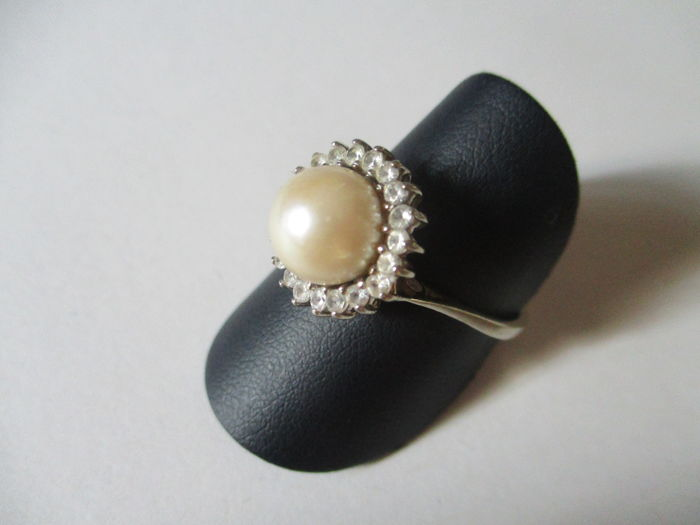 White gold ring with pearl and zircons Size 22