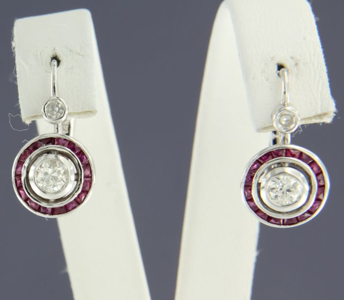 14 kt white gold dangle earrings in Art Deco style, set with ruby and diamond, height 1.7 cm