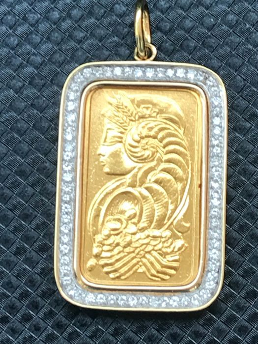 18 kt yellow gold pendant holding a 20 g logo in 999.9 gold and 1.20 ct diamonds