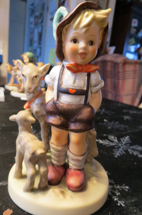 Hummel, Goebel sculpture 200/I small goat shepherd, M.J. Hummel, with a height of 14 cm in original packaging