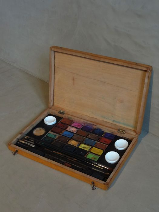 An antique watercolour (painter's) box - England – late 19th/early 20th century