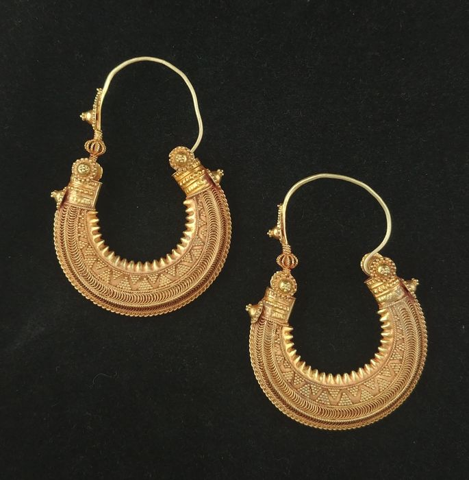 18 kt gold earrings  - Gujarat, North-West India - From the early 20th century