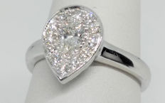Ring in 18 kt white gold with pear cut diamond, 0.31 ct E IF and 0.20 accent diamonds, round, brilliant cut, G VS