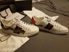 Gucci - Sneakers ace with dragon.