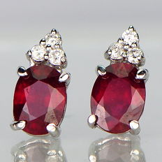 14 kt earrings with rubies weighing 4 ct and 0.2 ct diamonds - 12.6 mm - no reserve price