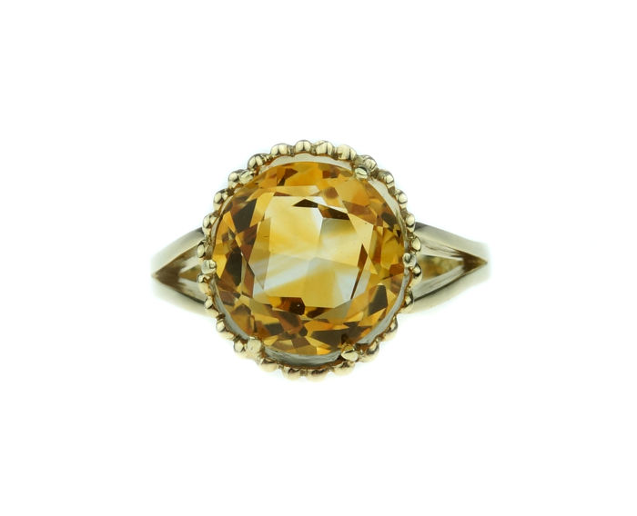 Firm 14 kt yellow gold women's ring with Citrine in tooled setting - size 19.25
