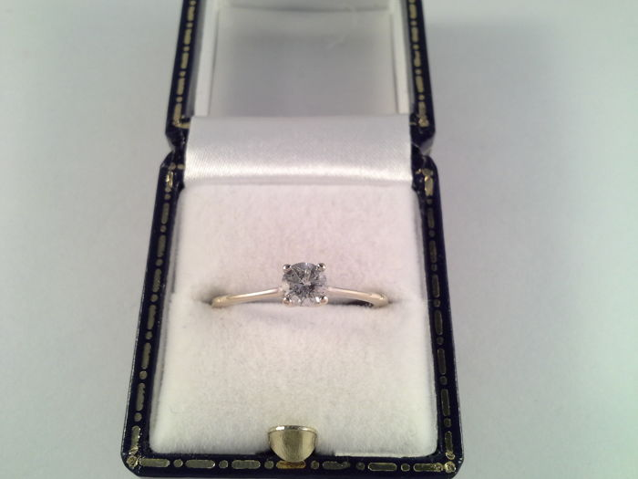 Elegant white gold ring with solitaire diamond, 0.30 ct