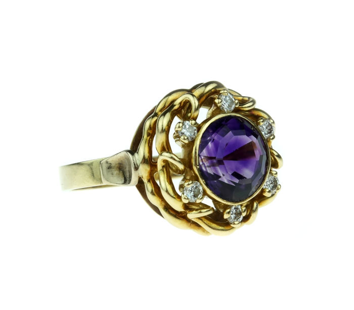 Sturdy 14 karat gold ring set with amethyst and diamonds - ring size: 18.25